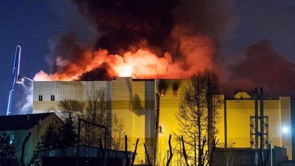 По официальным данным, пожар унес жизни 64 человек.