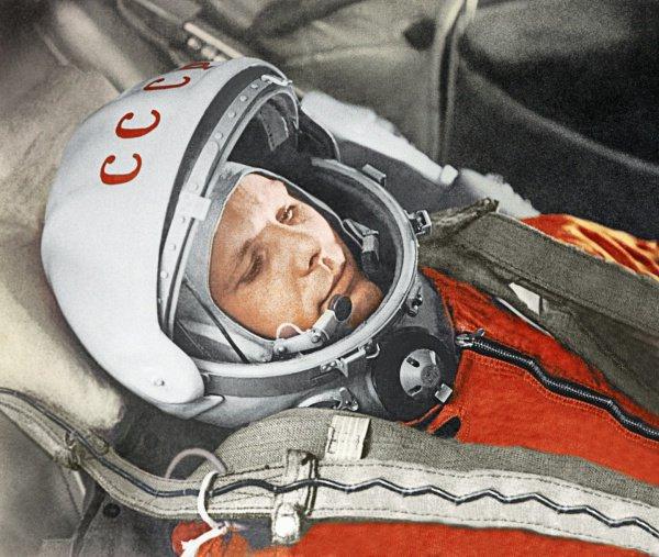 В числе документов, в частности, имеется служебная характеристика на Гагарина
