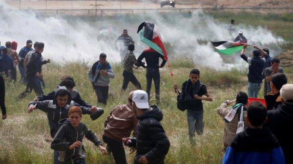Дети принимают участие в беспорядках в секторе Газа.
