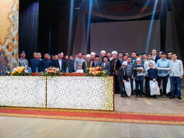 Участие в конкурсе приняли десятки знатоков Корана.
