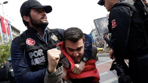 В Турции продолжает действовать режим ЧП.