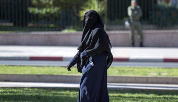 Несколько недель назад король Салман подписал указ о необязательности полностью покрывать лицо.