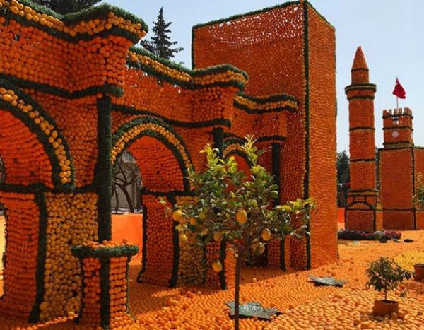 Город из апельсинов появился в Турции!