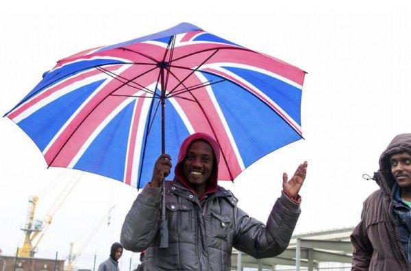 Великобритания намерена принять 20 тысяч беженцев до 2020 года.