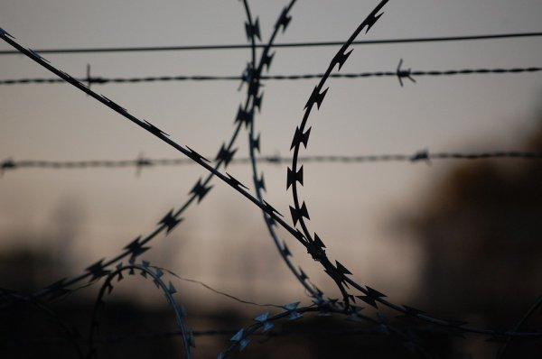 Экстремисты приговорены к тюремному заключению.