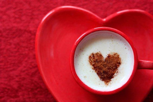 Ежедневная безопасная доза употребления кофеина в среднем составляет 300 миллиграммов