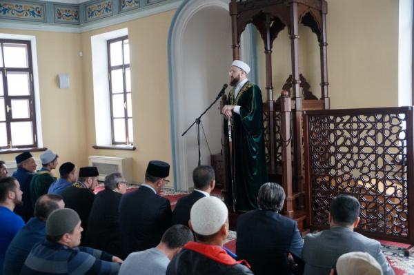 Камиль Самигуллин в Галеевской мечети.