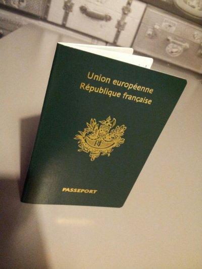 Мусульманке не дали французского гражданства за отказ пожать руку мужчине.