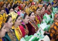 Жительницам Туркменистана запретили облегающие платья