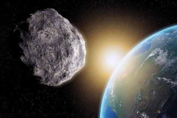 Всторону Земли летит огромный астероид
