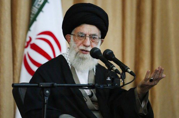 Али Хаменеи обрушился с критикой на действия США на Ближнем Востоке.