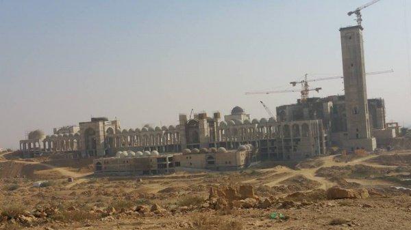 Мечеть будет вмещать до 800 тысяч верующих.