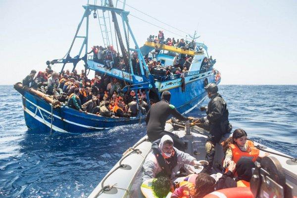 В Средиземном море ежегодно погибают сотни мигрантов.