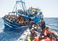 Два француза купили самолет, чтобы спасать мигрантов