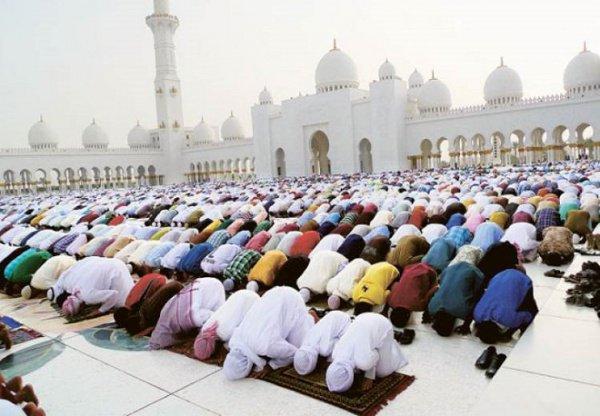 Эмиратские чиновники получат свои бонус перед мусульманским праздником Ид аль-Фитр