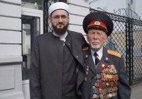 Муфтий РТ поздравил ветерана-имама Хариса хазрата Салихова с Днем Победы
