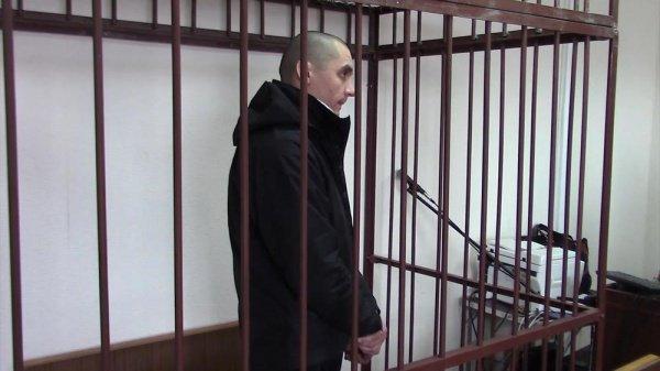 Ислам Насыров в зале суда.