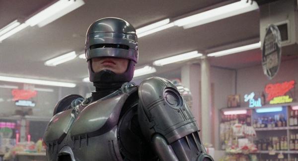Робокоп представляет собой киборга, созданного на базе нервной системы погибшего сотрудника полиции Алекса Мерфи