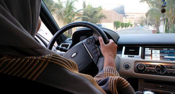 Саудовские женщины впервые смогут водить автомобиль.
