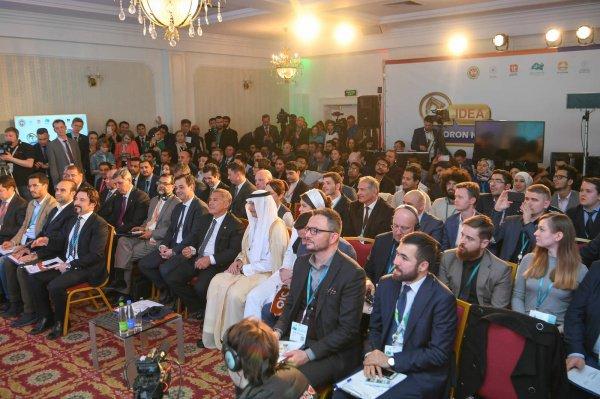 Рустам Минниханов на встрече с молодыми предпринимателями стран ОИС.