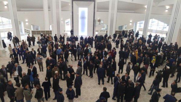 «Зеленая» мечеть открыла свои двери в Казахстане (Фото)