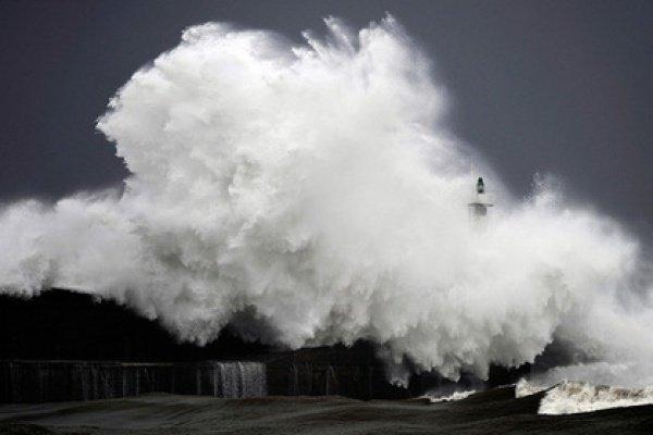 Буря могла породить и более высокие волны, говорят ученые, но буй их не зарегистрировал