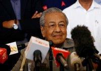 Новый премьер Малайзии призвал дарить чиновникам только цветы и еду