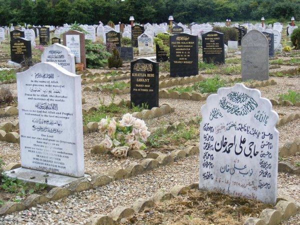 Дозволено ли оставлять на могилах надписи и возводить надгробия?
