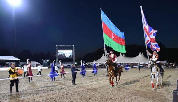 Азербайджанское шоу скакунов показали в Великобритании.