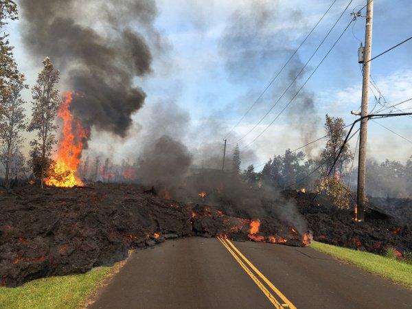 Извержение вулкана на Гавайях приобретает масштабы катастрофы (ФОТО)