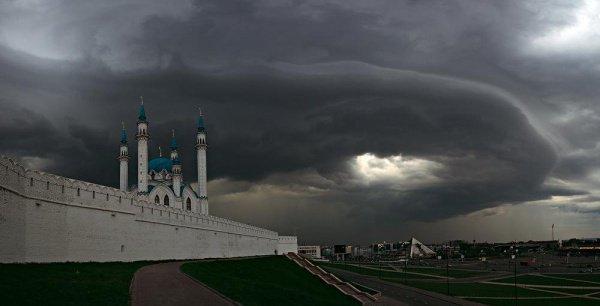 Завтра, в субботу, днем и вечером на территории региона, в том числе в Казани, ожидаются град и грозы, а также сильный ветер до 26 м/с
