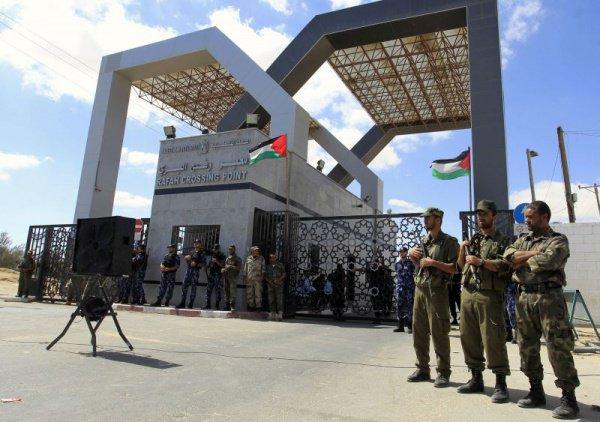КПП в городе Рафах – это единственный транспортный путь, который примыкает к Газе и не контролируется Израилем