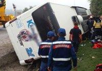 В Турции перевернулся автобус с пассажирами