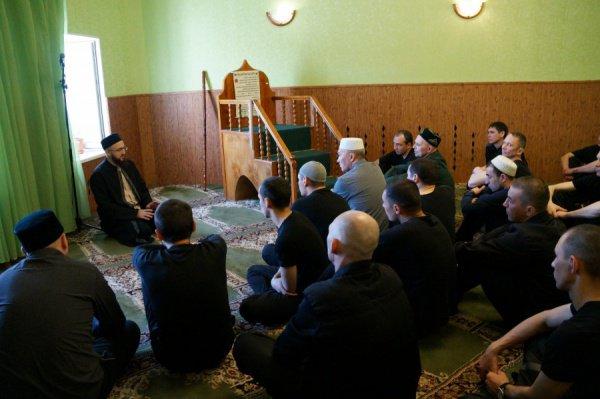 В честь месяца Рамадан для организации ежедневных ифтаров делегация ДУМ РТ завезла в казанскую колонию 200 кг сухофруктов