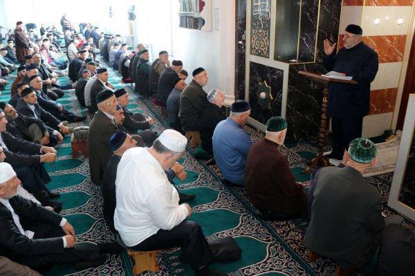 Иностранные имамы начали проповедовать в российских мечетях.