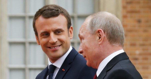 Президенты России и Франции встретились в Санкт-Петербурге.
