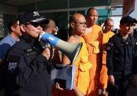 В Таиланде священнослужителей лишили сана за коррупцию