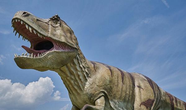 В действительности фигуру огромного ящера создали в рамках промоакции новой киноленты «Парк Юрского периода»
