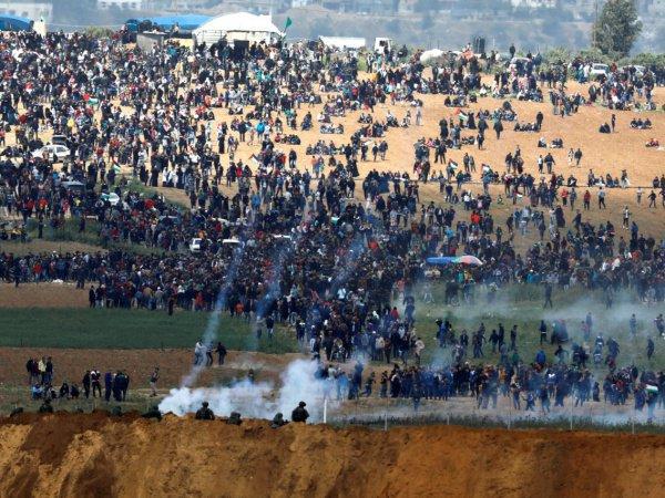 Многотысячные протесты начались на границе сектора Газа в конце марта.