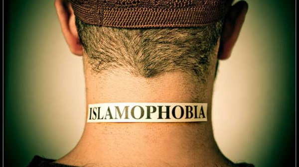 Ученые сравнили уровень исламофобии среди верующих и атеистов.