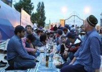 Владимир Васильев помог провести ифтар в центральной мечети Махачкалы