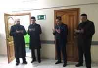 Муфтий открыл молельную комнату в Республиканском онкодиспансере