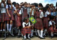 В Бразилии ученики довели преподавателя до слез, собрав для него деньги (ВИДЕО)