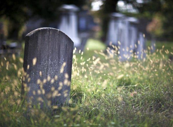 Кого Всевышний Аллах повелел захоронить повторно?