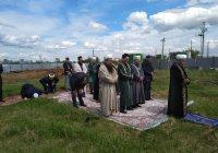 """Челнинские имамы совершили намаз у строящейся мечети """"Чаллы Яр"""""""