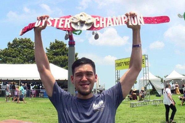 Победителем конкурса стал начинающий едок Деррон Бриден, участвующий в больших соревнованиях по скоростному поглощению пищи с 2016 года