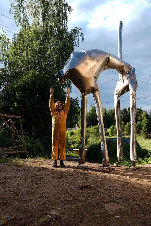 Созданный из полнотелого дутого металла, кот словно сошел с полотна великого художника Сальвадора Дали