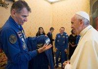 Папе Римскому подарили костюм космонавта