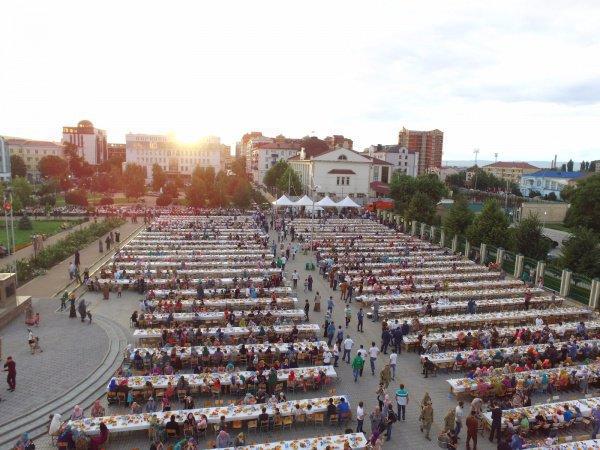 В Грозном прошел народный ифтар.