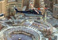 В небе над Запретной мечетью в Мекке появились вертолеты